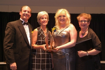 Kansas Governor, Kathleen Sebelius, awards the Elaris Duo Kansas Governor's Arts Award